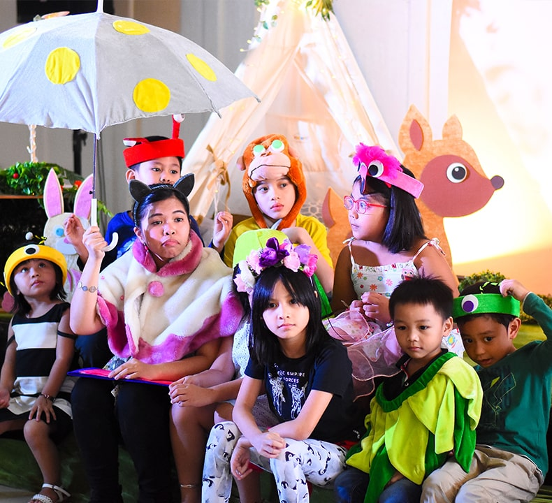 Kids on costume for Make Believe Productions Playdates and Interactive Storytelling